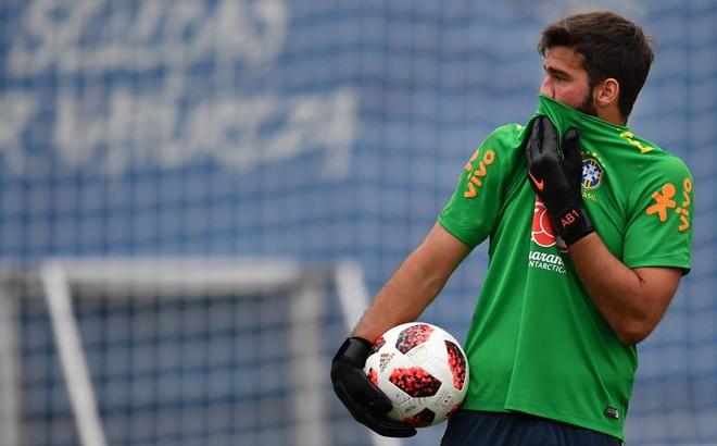 Liverpool gây kinh ngạc bằng thương vụ kỷ lục thế giới với thủ thành Brazil