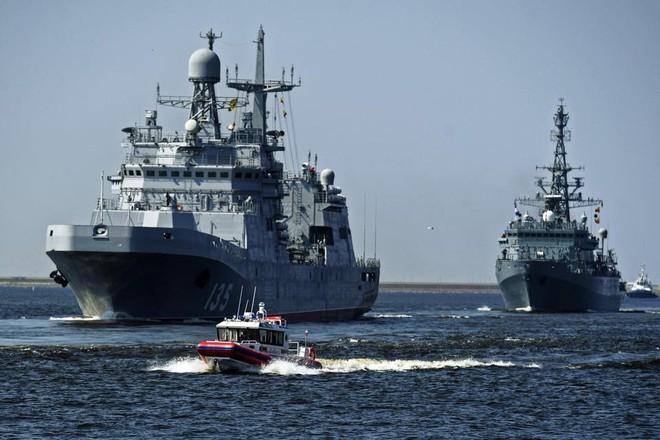 Nga duyệt binh hải quân năm 2018: Hơn 40 tàu chiến mạnh nhất, có một ngôi sao rất sáng! - Ảnh 10.