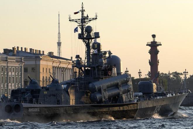 Nga duyệt binh hải quân năm 2018: Hơn 40 tàu chiến mạnh nhất, có một ngôi sao rất sáng! - Ảnh 8.