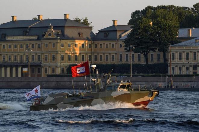 Nga duyệt binh hải quân năm 2018: Hơn 40 tàu chiến mạnh nhất, có một ngôi sao rất sáng! - Ảnh 14.