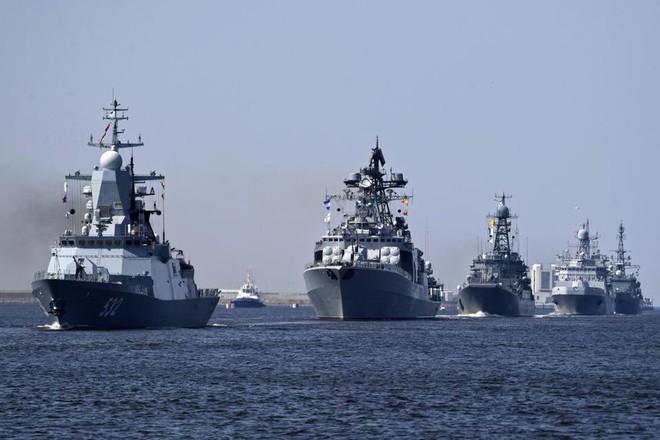 Nga duyệt binh hải quân năm 2018: Hơn 40 tàu chiến mạnh nhất, có một ngôi sao rất sáng! - Ảnh 1.