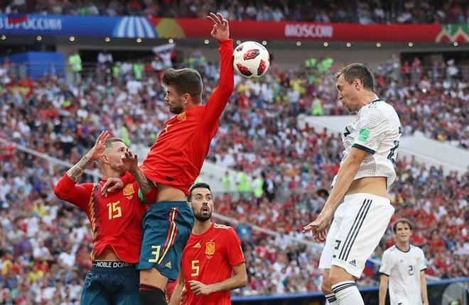 Tây Ban Nha bị phạt đền là đúng, trọng tài không thiên vị Nga - Ảnh 1.