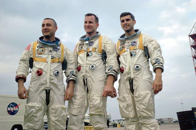 Tấn bi kịch ẩn sau thời khắc Mỹ đổ bộ Mặt Trăng: Thi thể phi hành gia không thể nhận diện! - Ảnh 8.
