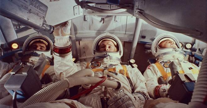 Tấn bi kịch ẩn sau thời khắc Mỹ đổ bộ Mặt Trăng: Thi thể phi hành gia không thể nhận diện! - Ảnh 4.