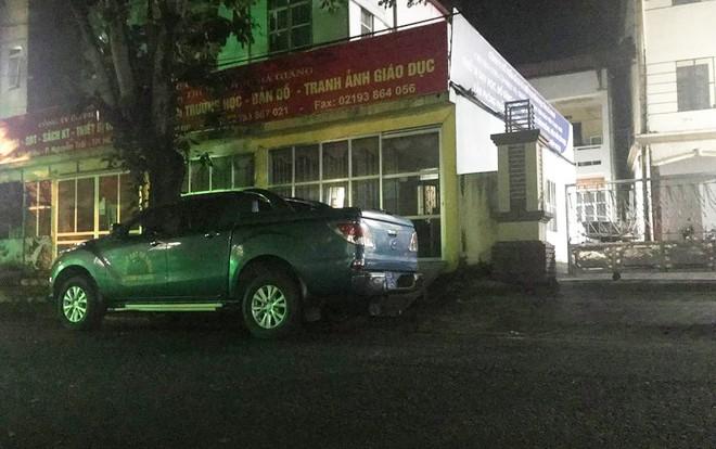 Nhiều cảnh sát cơ động đến Sở GD&ĐT Hà Giang lúc đêm khuya - Ảnh 5.