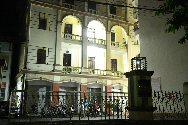 Nhiều cảnh sát cơ động đến Sở GD&ĐT Hà Giang lúc đêm khuya - Ảnh 3.