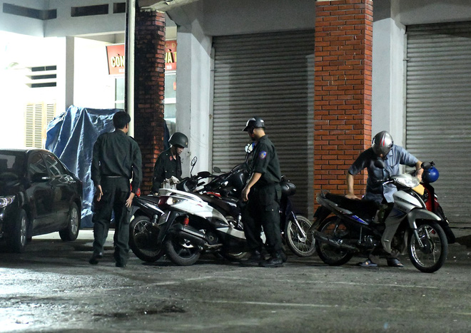 Nhiều cảnh sát cơ động đến Sở GD&ĐT Hà Giang lúc đêm khuya - Ảnh 9.