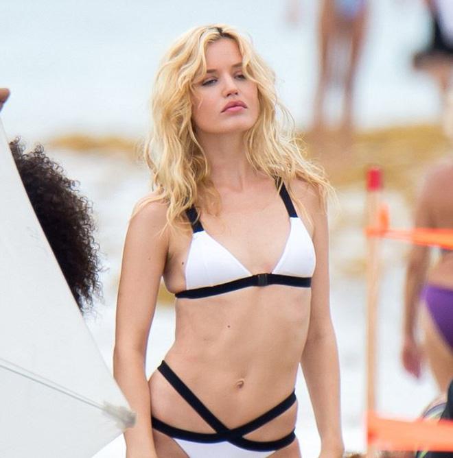 Con gái huyền thoại Rolling Stones hóa thiên thần bikini quyến rũ   - Ảnh 2.
