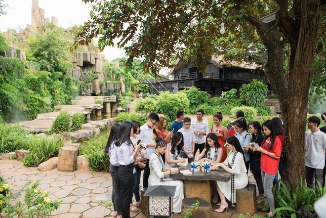 Kỳ Duyên, Mỹ Linh tặng 10.000 cuốn sách cho các bạn trẻ thành phố cà phê Buôn Ma Thuột - Ảnh 3.