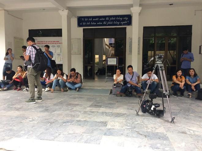 Họp báo chóng vánh rà soát điểm thi ở Lạng Sơn: 8/51 thí sinh bị giảm điểm thi sau chấm thẩm định - Ảnh 6.