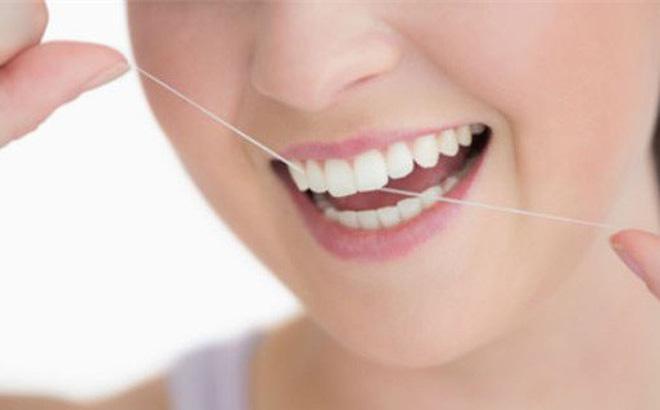 Thường xuyên chảy máu chân răng, bệnh gì?
