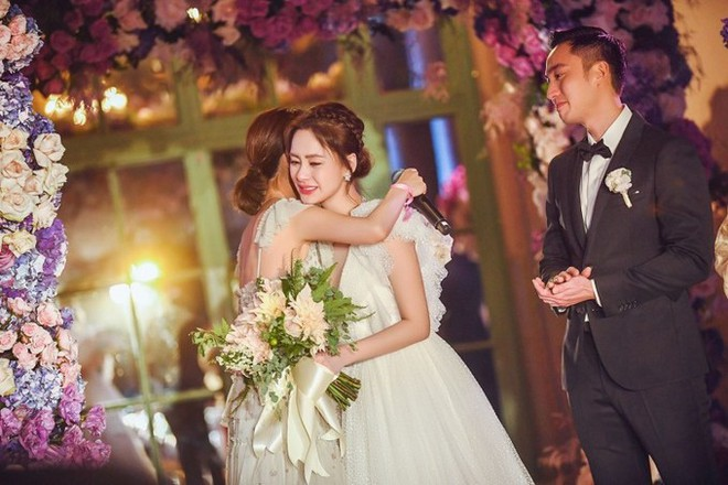 Chung Hân Đồng làm đám cưới tại Hong Kong, Trần Quán Hy và scandal ảnh nóng 10 năm trước bị gọi tên - Ảnh 2.