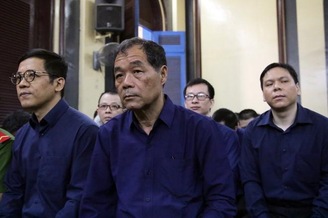 Ông Trầm Bê chấp nhận bản án 4 năm tù, Phạm Công Danh đòi thêm tiền - Ảnh 4.