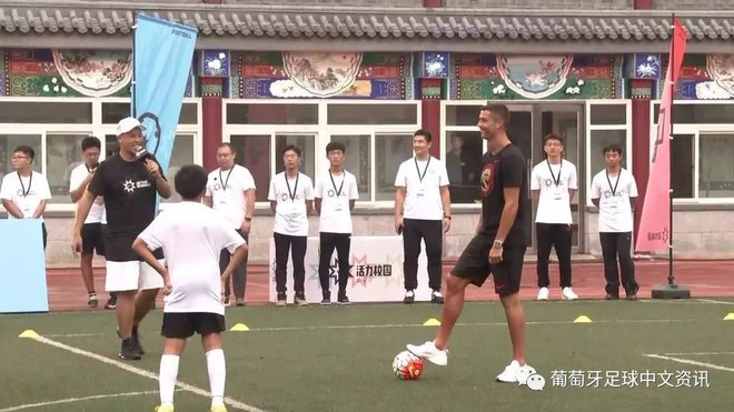 Sự thật bất ngờ vụ Ronaldo mắc bệnh ngôi sao, tức tối bỏ về giữa cuộc phỏng vấn tại Trung Quốc - Ảnh 6.