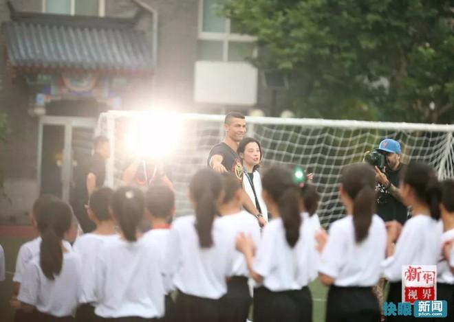 Sự thật bất ngờ vụ Ronaldo mắc bệnh ngôi sao, tức tối bỏ về giữa cuộc phỏng vấn tại Trung Quốc - Ảnh 5.