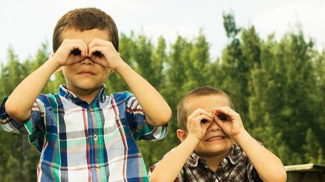 Mẹo vặt mà hội cận thị nhìn rõ mà không cần kính, biết rồi cá rằng ai cũng sẽ làm thử ngay - Ảnh 2.