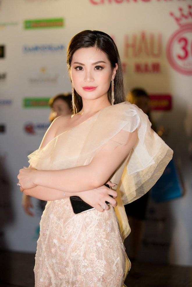 Hoa hậu Ngọc Khánh tái xuất, khiến khán giả ngỡ ngàng vì nhan sắc không tuổi - Ảnh 4.