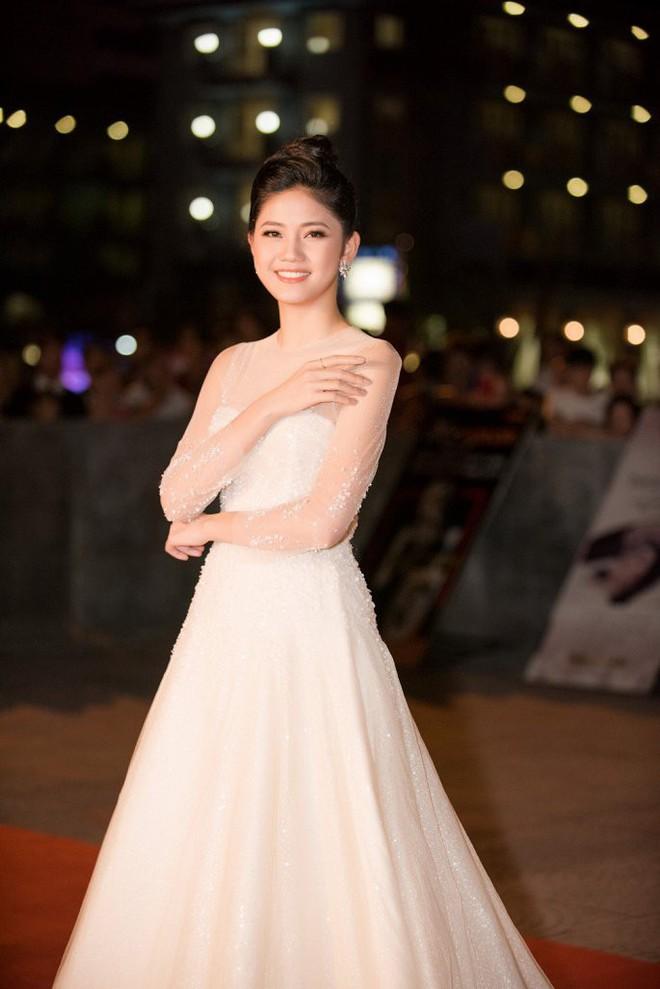 Hoa hậu Ngọc Khánh tái xuất, khiến khán giả ngỡ ngàng vì nhan sắc không tuổi - Ảnh 7.