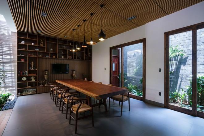 Mãn nhãn có ngôi nhà ngập ánh sáng, nội thất toàn bằng gỗ sang trọng - Ảnh 13.