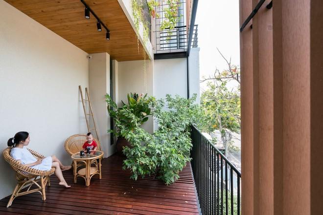 Mãn nhãn có ngôi nhà ngập ánh sáng, nội thất toàn bằng gỗ sang trọng - Ảnh 1.