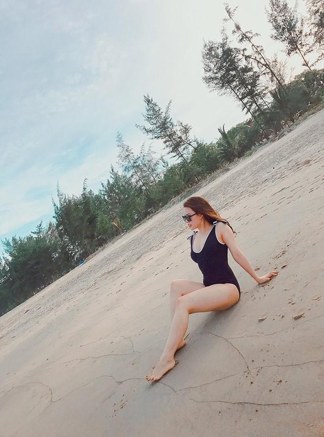 Vợ MC Thành Trung khoe vóc dáng nóng bỏng trên biển - Ảnh 2.