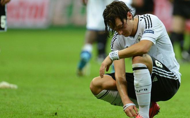 2 ngày sau tâm thư từ giã ĐT Đức, bạn thời thơ ấu tiết lộ điều đau khổ nhất của Mesut Ozil