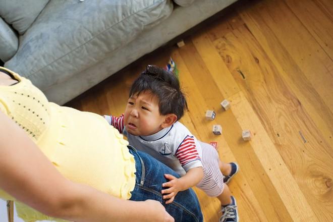 Nhờ bạn trông con giúp 1 tháng, cả gia đình đã vô cùng kinh ngạc khi đón con trở về - Ảnh 2.