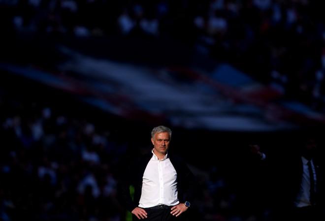 đầu tư giá trị - josemourinhochelseavsmanchesterunitedmkejvk jxzcx 15325941131141578365977 - Muốn Man United vô địch, Mourinho phải muối mặt bắt chước Pep Guardiola