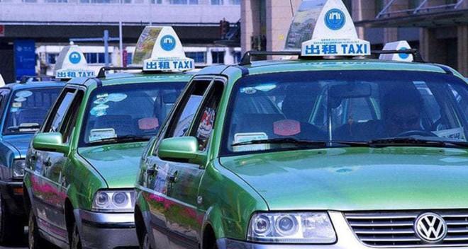 Du khách Mỹ trả nhầm hơn 20 triệu, tài xế taxi Trung Quốc truy tìm bằng được để hoàn trả không thiếu 1 xu - Ảnh 2.