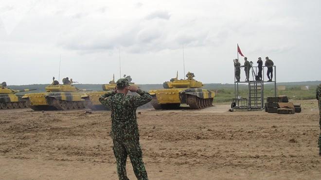 Báo Nga: Mọi người đều hâm mộ lính tăng Việt Nam can đảm tham gia Tank Biathlon - Ảnh 3.