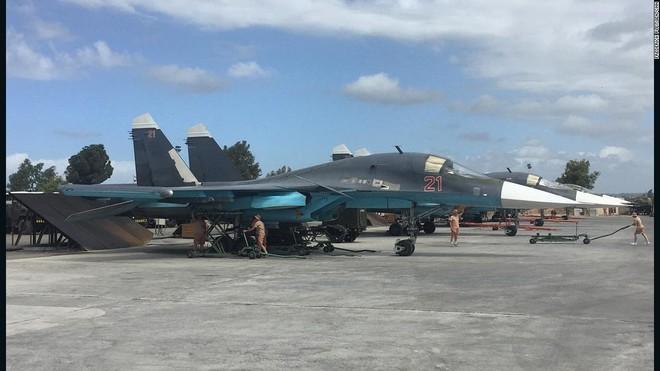Su-25 Nga rút về, bầu trời Syria chỉ còn toàn hàng khủng: Đòn lui binh chiến lược? - Ảnh 1.