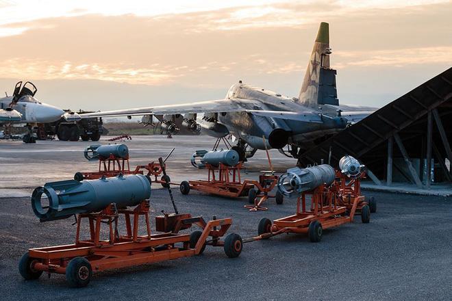 Su-25 Nga rút về, bầu trời Syria chỉ còn toàn hàng khủng: Đòn lui binh chiến lược? - Ảnh 2.