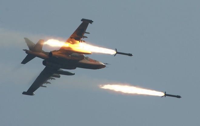 Su-25 Nga rút về, bầu trời Syria chỉ còn toàn hàng khủng: Đòn lui binh chiến lược? - Ảnh 4.