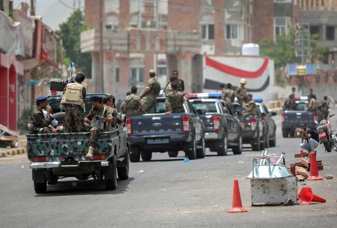 Lộ vũ khí độc liên quân Saudi Arabia: Phiến quân Houthi chạy re kèn ở Hodeidah - Ảnh 2.