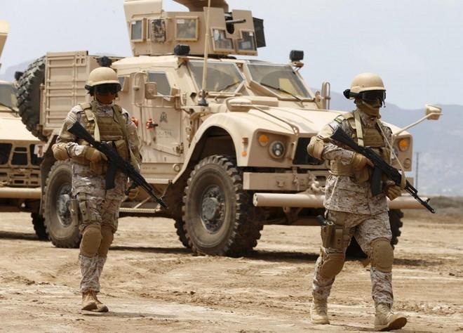 Lộ vũ khí độc liên quân Saudi Arabia: Phiến quân Houthi chạy re kèn ở Hodeidah - Ảnh 4.