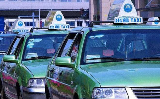 Du khách Mỹ trả nhầm hơn 20 triệu, tài xế taxi Trung Quốc truy tìm bằng được để hoàn trả không thiếu 1 xu