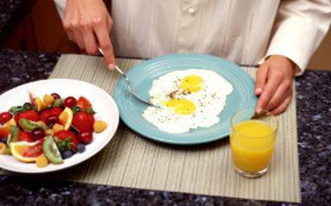 Ăn tối trước 21h hoặc 2 tiếng trước khi ngủ giúp giảm nguy cơ mắc bệnh ung thư