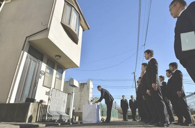 Thảm sát Setagaya: Gia đình 4 người bị giết sạch, hiện trường đầy dấu vân tay và ADN của hung thủ nhưng vụ án vẫn bế tắc suốt 18 năm - Ảnh 8.