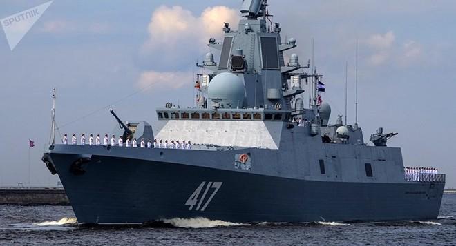 Giữa 40 tàu chiến Nga tham gia duyệt binh, có một ngôi sao - Ảnh 3.