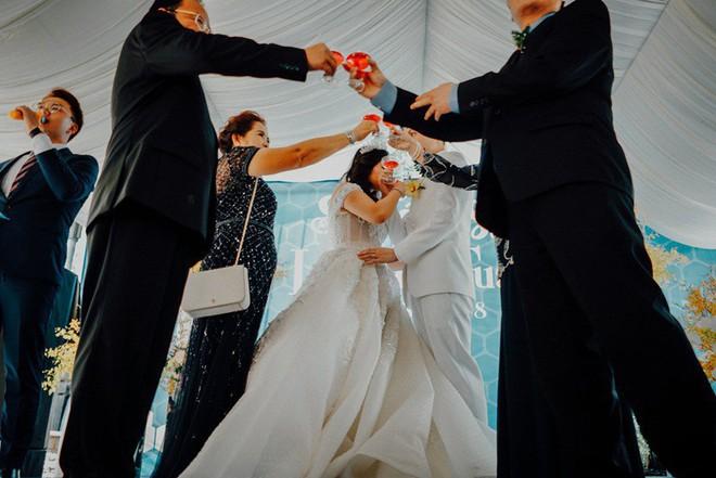 Có đám cưới 1-0-2 như thế này: Rắc mật khắp nơi vì từng nếm trải nhiều đắng cay - Ảnh 22.