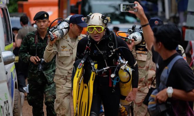 [ẢNH] Nỗ lực giải cứu đội bóng Thái Lan: Hút hàng ngàn khối nước vẫn chưa cứu được người - Ảnh 1.