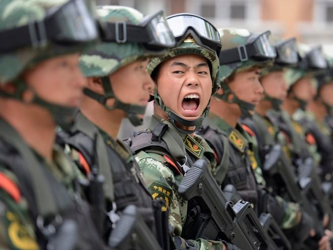PLA Daily: Binh sĩ Trung Quốc lơ là nhiệm vụ, giảm năng lực chiến đấu vì bệnh hòa bình - Ảnh 1.