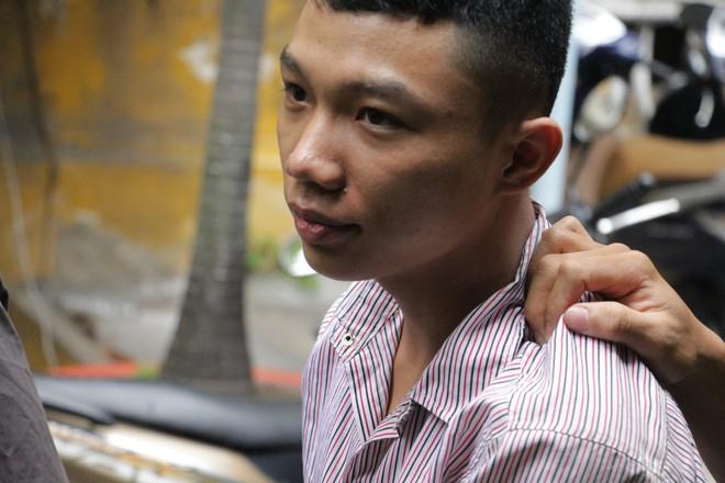 Đêm định mệnh của chàng trai muốn đổi đời và người đàn ông bán vé số thích quan hệ đồng giới  - Ảnh 2.