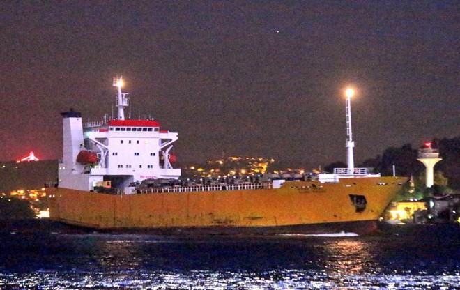 Nga bơm hàng nóng cho Syria: Chuyến tàu đặc biệt tới Tartus mang theo vũ khí gì lạ? - Ảnh 1.
