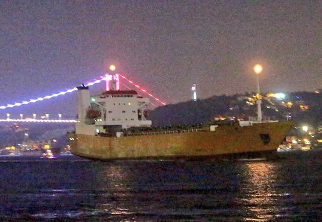 Nga bơm hàng nóng cho Syria: Chuyến tàu đặc biệt tới Tartus mang theo vũ khí gì lạ? - Ảnh 2.