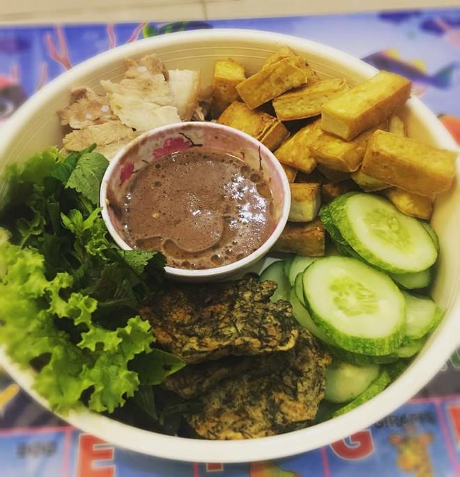 Giỏi bày vẽ đủ món ăn, tự tin nấu rất ngon nhưng cô gái miền Bắc vẫn bị người Sài Gòn chê dở tệ vì lý do này - Ảnh 5.
