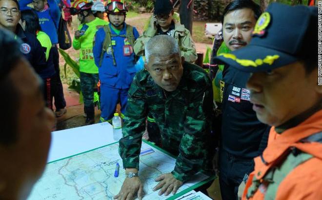 Giải cứu đội bóng nhí Thái Lan: Có thể phải hàng tháng nữa mới ra được khỏi hang