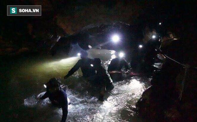 9 ngày mắc kẹt trong hang tối, đội bóng Thái Lan uống nước gì để sống sót?