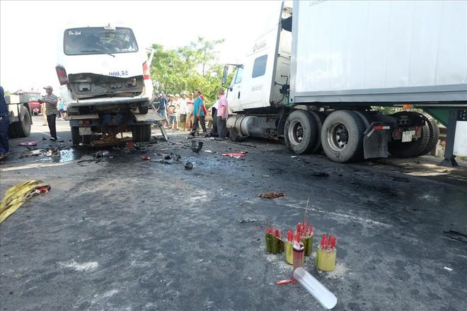 Vụ TNGT làm 13 người thiệt mạng: Chủ tịch tỉnh Quảng Nam trực tiếp xuống hiện trường - Ảnh 1.