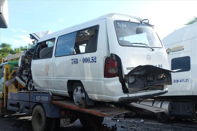 Vụ TNGT làm 13 người thiệt mạng: Chủ tịch tỉnh Quảng Nam trực tiếp xuống hiện trường - Ảnh 3.